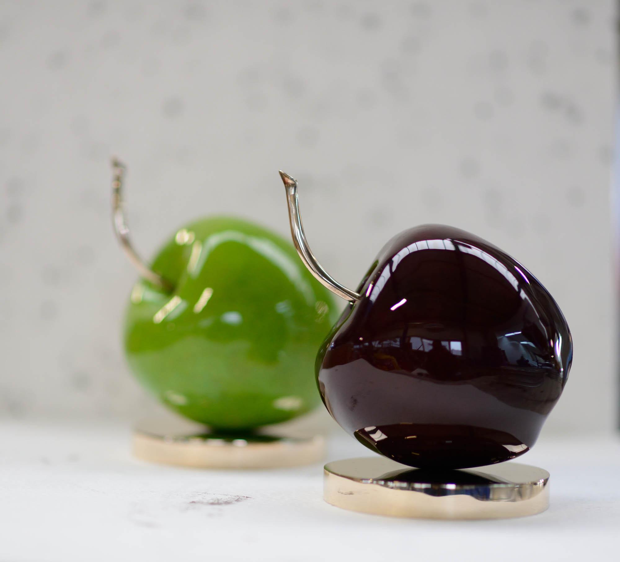 fruit-apple-03-apple-granny-dark-red